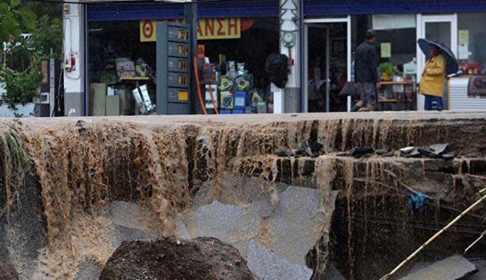 Yunanistan'da sel 8 kişinin ölümüne neden oldu