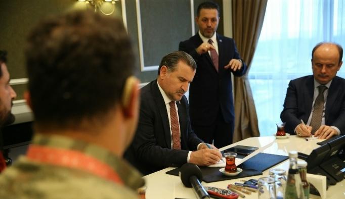 Bakan Osman Aşkın Bak, işitme engelli olimpiyat şampiyonu sporcuları kabul etti