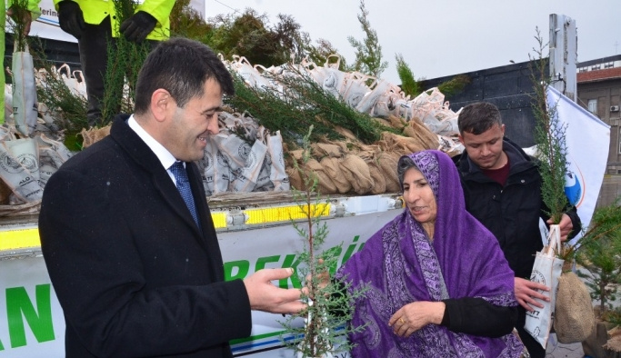 Balıkesir Orman Bölge Müdürlüğü ücretsiz fidan dağıttı