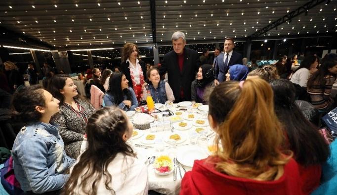 Başkan Karaosmanoğlu ''Cumhuriyetimiz gençlerimizin ellerinde yükselecek'