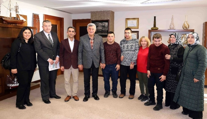 Başkan Karaosmanoğlu, engelli öğrencileri kabul etti
