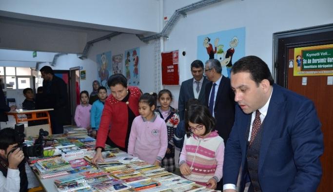 Darende'de kitaplar çocukların ayağına gidiyor