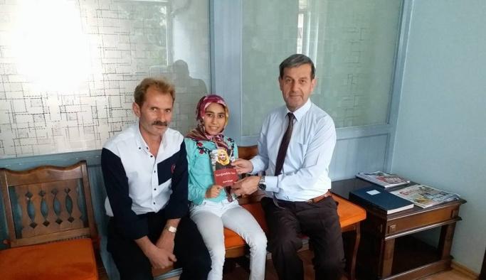 Engelli yazardan Başkan Süleyman Özkan'a sürpriz hediye