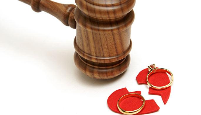 Eşten izinsiz yatılı arkadaş boşanma nedeni