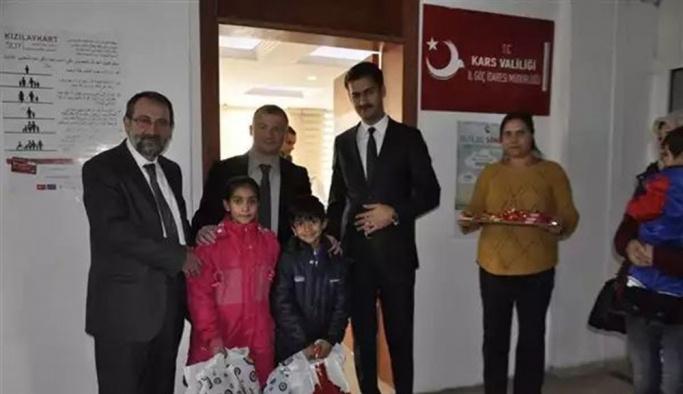 Göçmen çocuklarına yeni yıl hediyesi