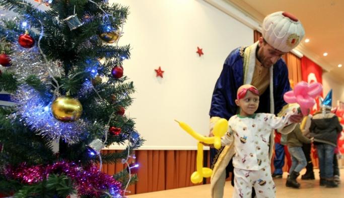 Lösemili çocuklar için yeni yıl kutlaması