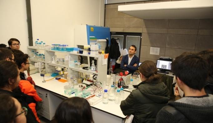 Moleküler Biyoloji ve Genetik Meraklısı Lise Öğrencilerinden AGÜ'ye Ziyaret