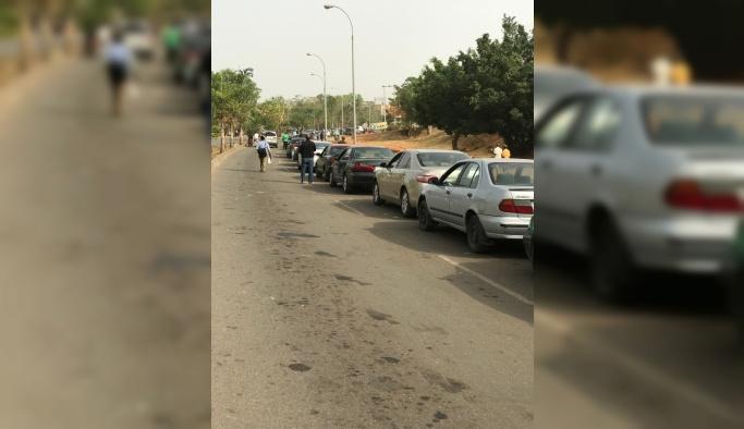 Petrol ülkesinde insanlar benzin bulamıyor