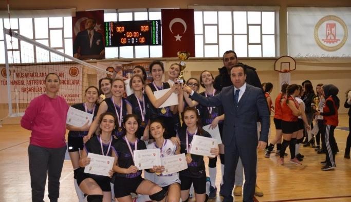 Okul Sporları Voleybol Genç Kızlar A grubu müsabakaları sona erdi