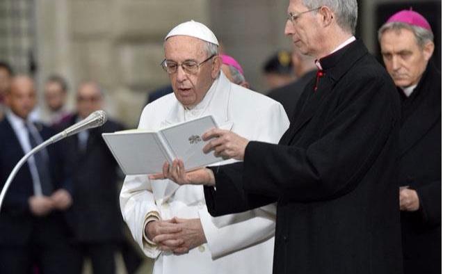 Papa: Şeytan adı ve soyadı olan bir kişidir