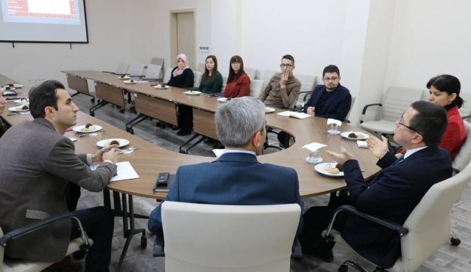 Rektör Kızılay İletişim Fakültesini gezdi