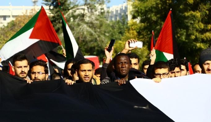 Üniversite öğrencilerinden Kudüs kararını protesto