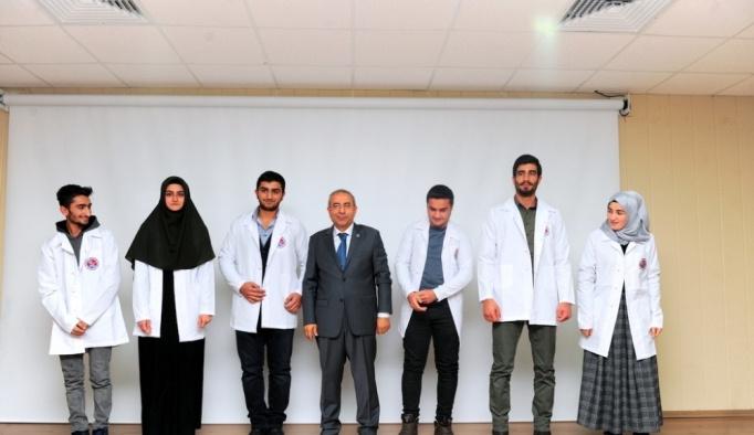 YYÜ Tıp Fakültesi öğrencileri önlüklerini giydiler