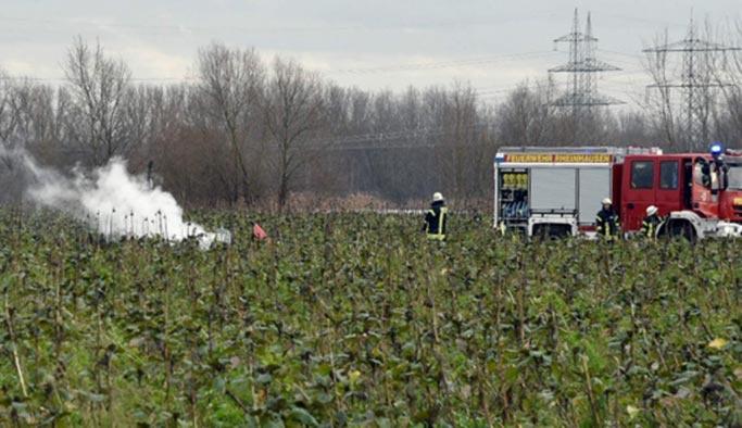 Almanya'da uçak ile helikopter çarpıştı