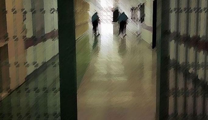 Cezaevinde 98 mahkum zehirlendi