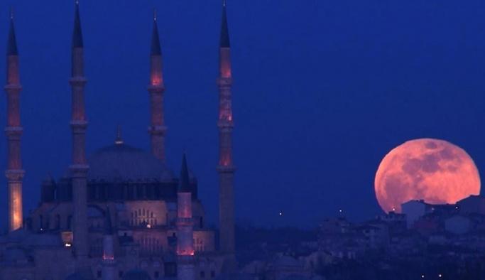 'Süper Kanlı Mavi Ay' İstanbul'da böyle görüldü