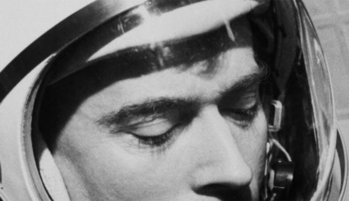 İlk astronotlardan John Young öldü