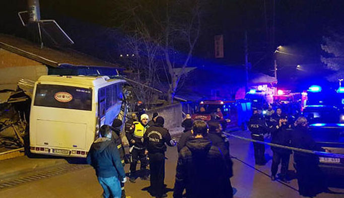 İşçi taşıyan midibüs devrildi :  3 ölü, 2 yaralı