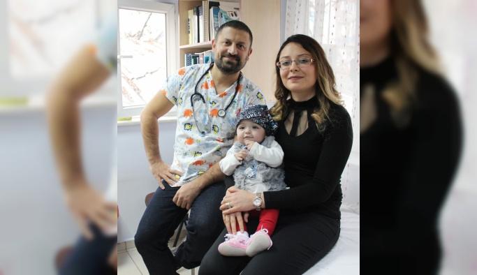 On aylık bebek iki ameliyatla hayata tutundu