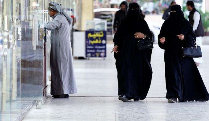 Suudi Arabistan'dan 'yalnız kadınlara' vize