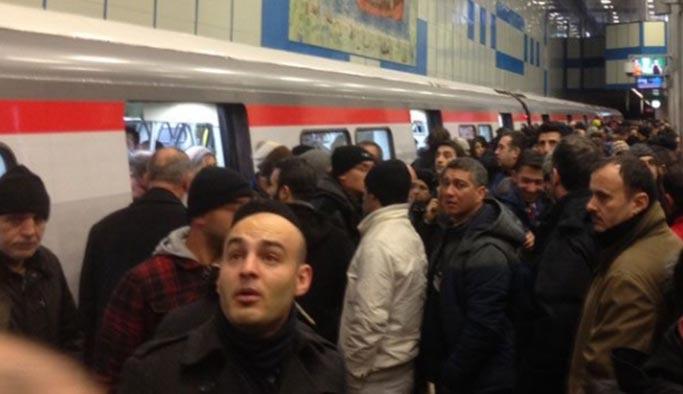 Yenikapı-Hacıosman metro seferlerinde aksama