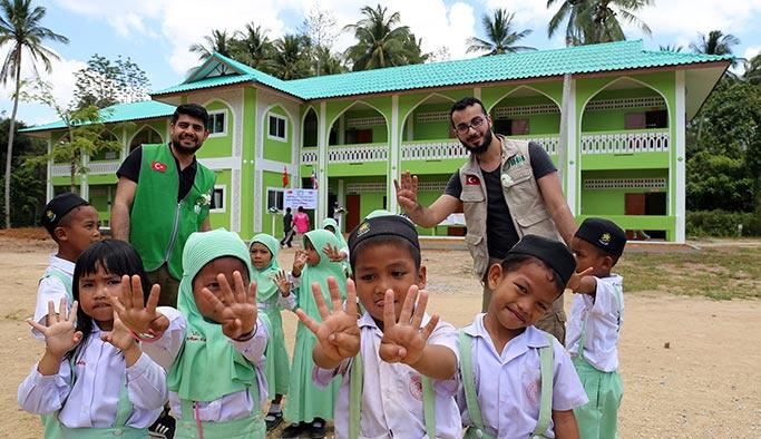 10 bin km  uzaklıktaki ülkede Ömer Halisdemir okulu
