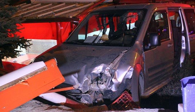 Araç kafeye girdi: Ölü ve yaralılar var