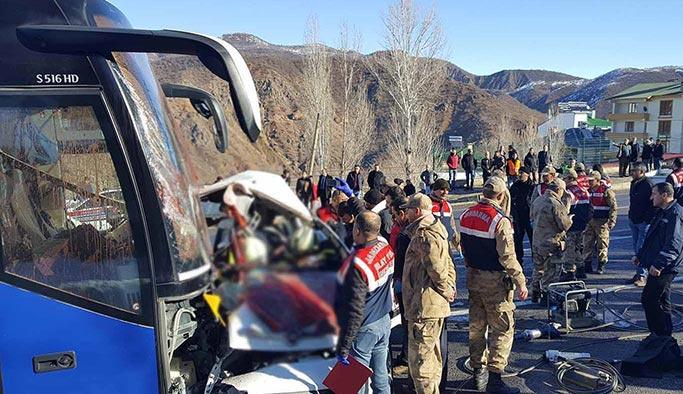 Bingöl-Elazığ yolunda feci kaza: Aynı aileden 4 kişi öldü
