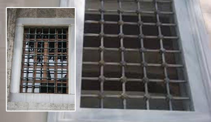 Cami pencerelerindeki 'demirlerin sırrı'