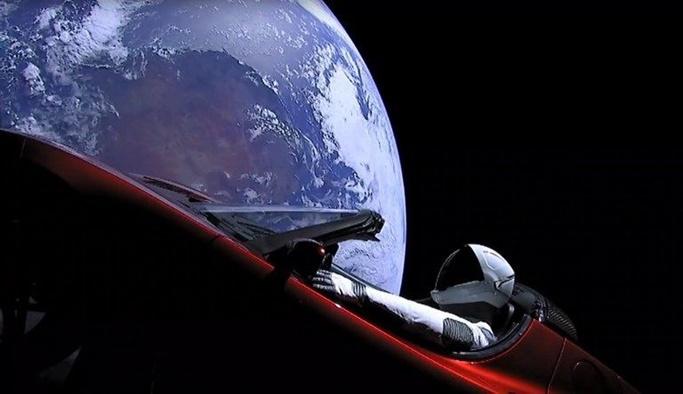 Elon Musk Mars'a otomobil gönderdi