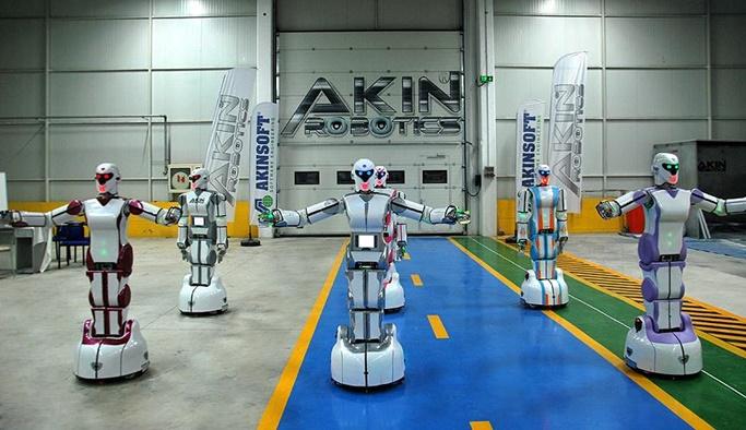 'Erik dalı' oynayan yerli  robotlar