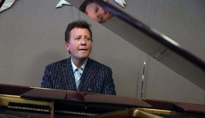 Fransız piyanist Blet hastanede konser verdi