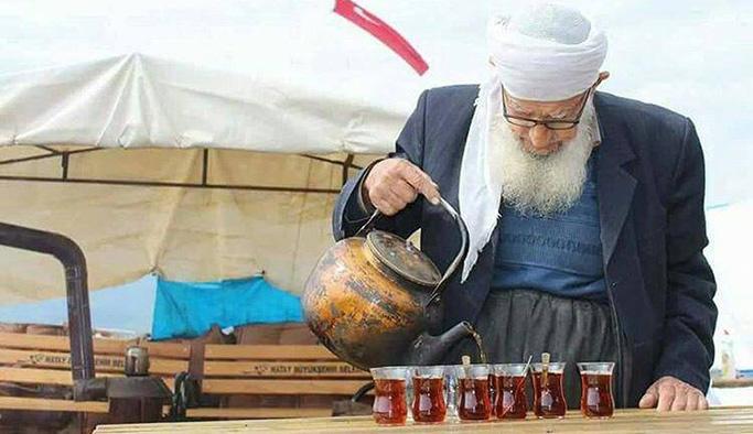 Mübarek ellerden Mehmetçiğe özel çay