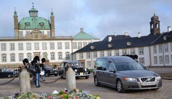 Prens Henrik Danimarka'da kraliyet ailesinin asırlık defnedilme geleneğini bozdu