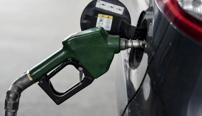 Son dakika: Benzine beklenen 'büyük indirim' geldi