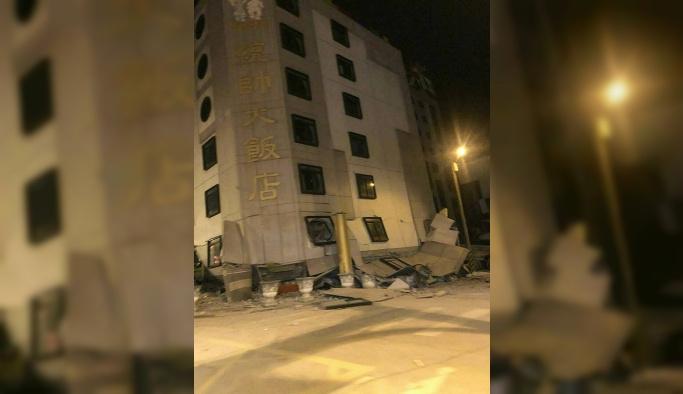 Tayvan'da deprem, 10 katlı otel çöktü
