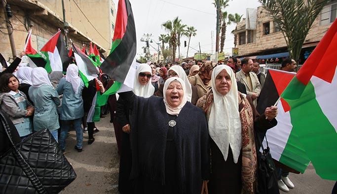 Trump'a boyun eğen BM Filistinli öğretmenleri işten attı