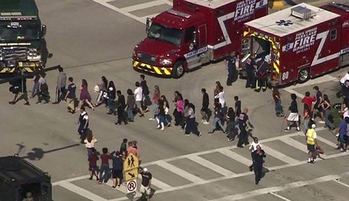 Trump'tan 'öğretmenleri silahlandırma' teklifi