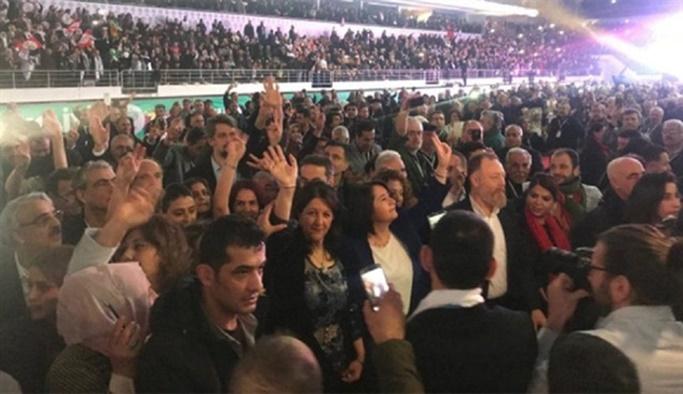 Türkiye şehitlerini uğurlarken HDP'den skandal mesaj!