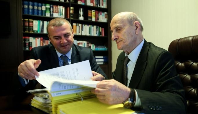75'lik avukat stajını oğlunun yanında yapıyor