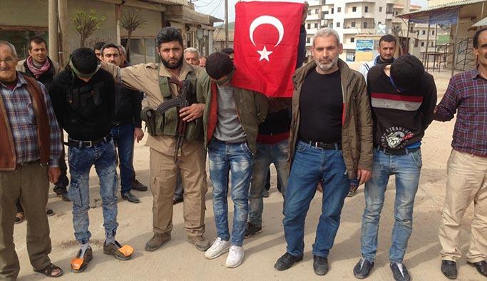 Afrinliler yakaladıkları PKK'lıları böyle teslim etti