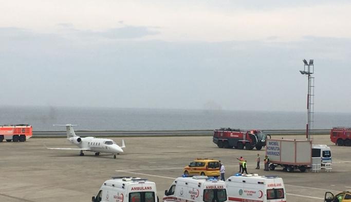 Arızalanan ambulans uçak Trabzon'a acil iniş yaptı
