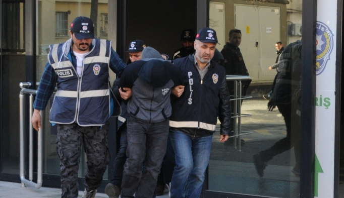 Evden hırsızlık iddiasıyla 3 şüpheli tutuklandı