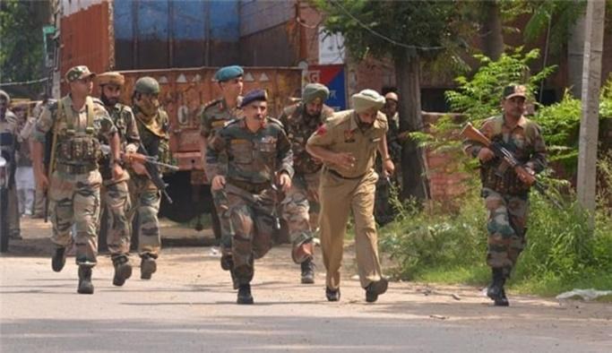Hindistan ve Pakistan askerleri arasında çatışma