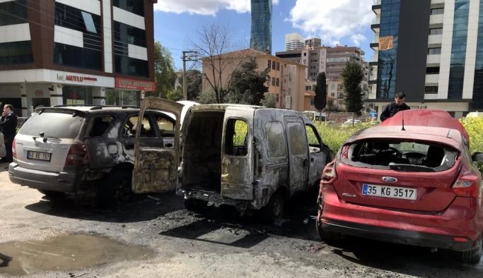 İzmir'de 3 araç yandı