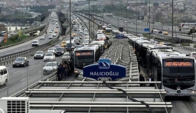 Metrobüs arızası ulaşımı aksattı