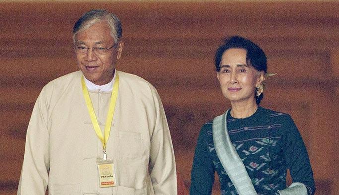 Myanmar'ın ilk sivil başkanı görevini bıraktı