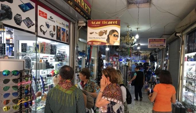Nusaybin'e gelen turistler karanfillerle karşılandı