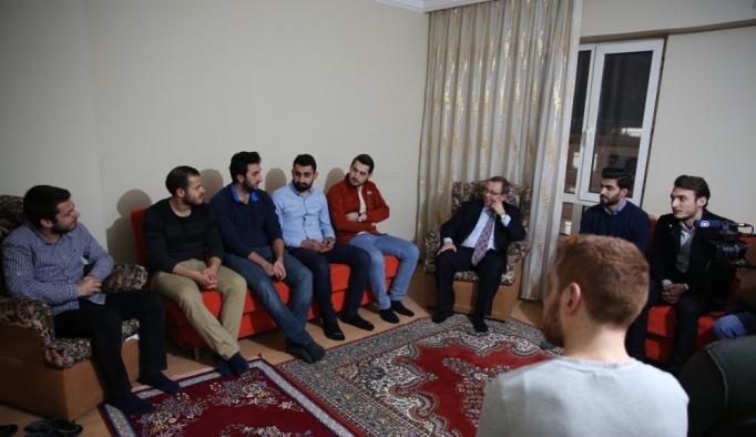 Rektör Tabakoğlu, öğrenci evine konuk oldu