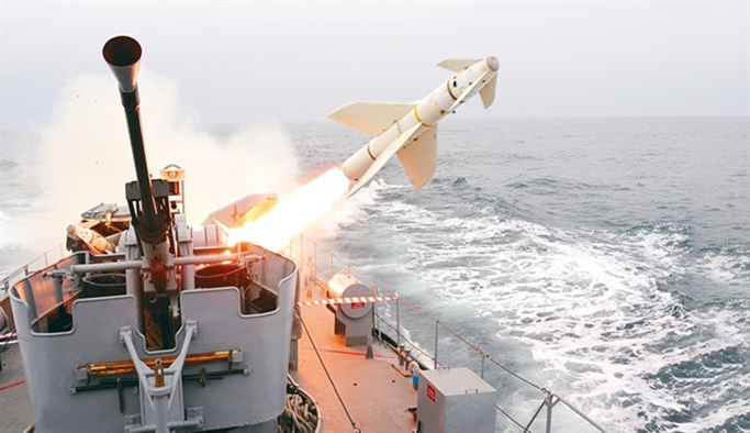 Savaş gemileri teröristleri vurmak için beklemiş